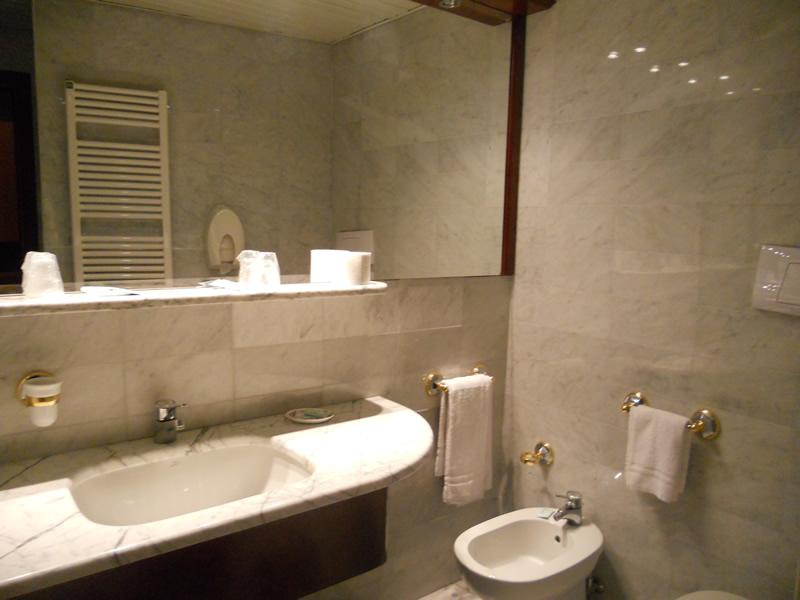 Le camere hotel mir rapallo - Bagni in camera ...